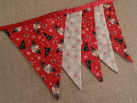 CHRISTMAS BUNTING - Foxes & Snowflakes on Red Ribbon - 255cm Length - 12 flags (double-sided)